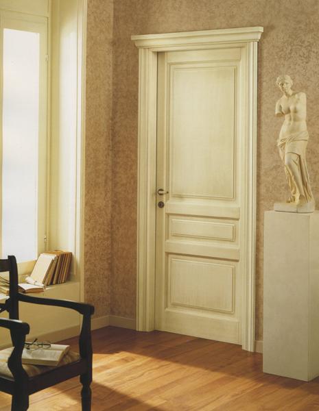 Battente laccato anticato con capitello base 2 serramenti for Quanto costano le porte interne