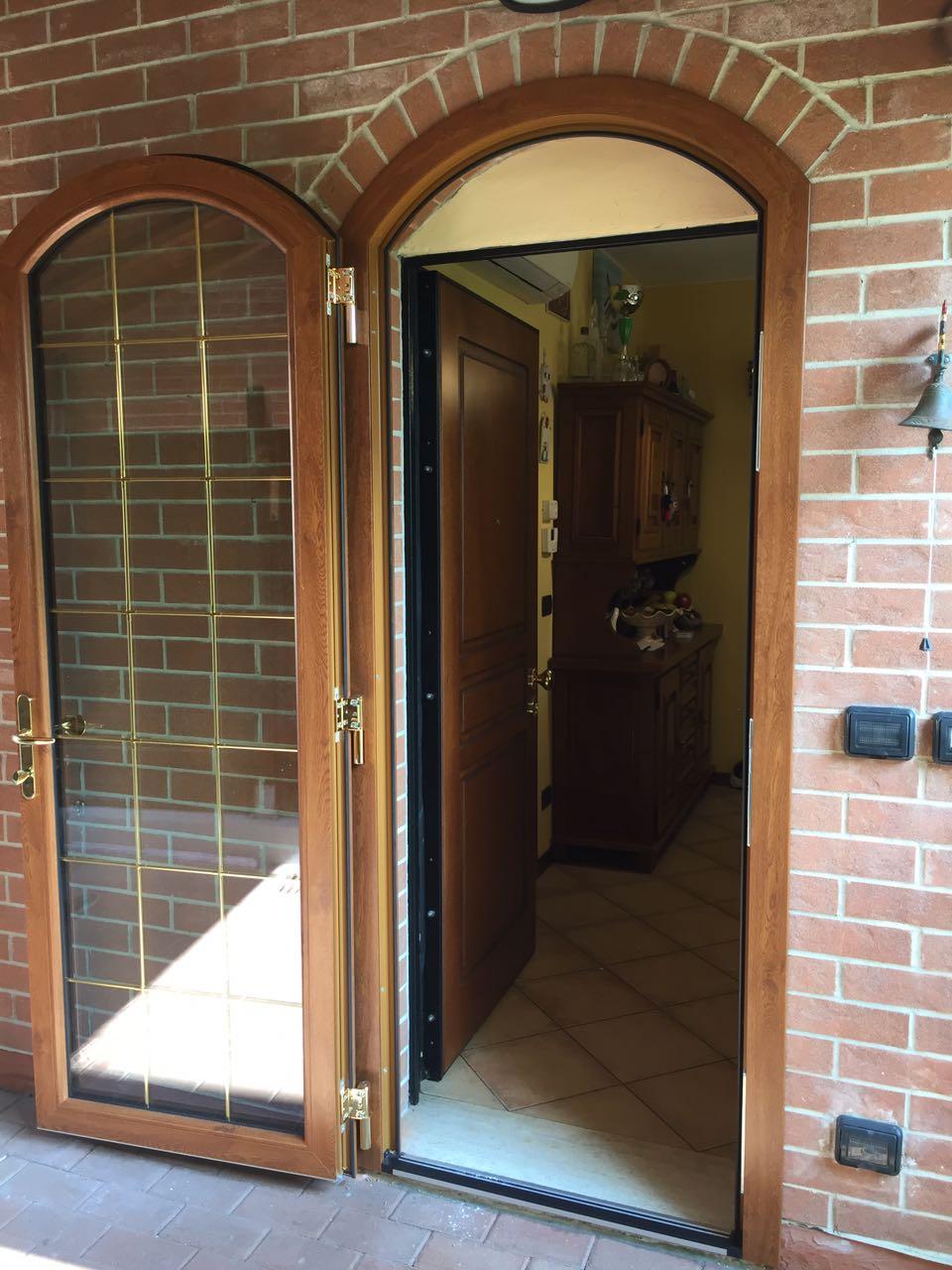 Porta finestra a sesto ribassato con triplice chiusura ed - Porta finestra in pianta ...
